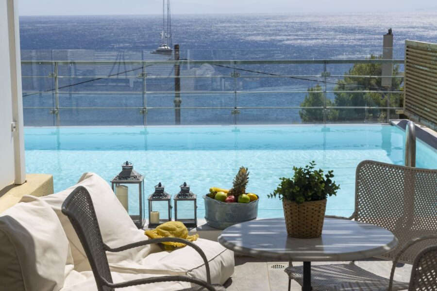 junior-suite-with-infinity-pool-13