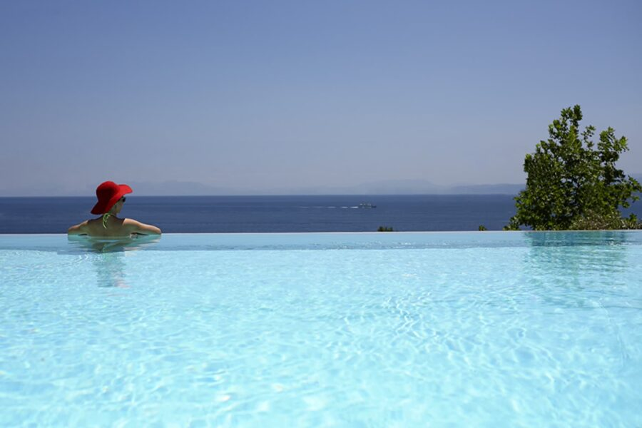 junior-suite-with-infinity-pool-2