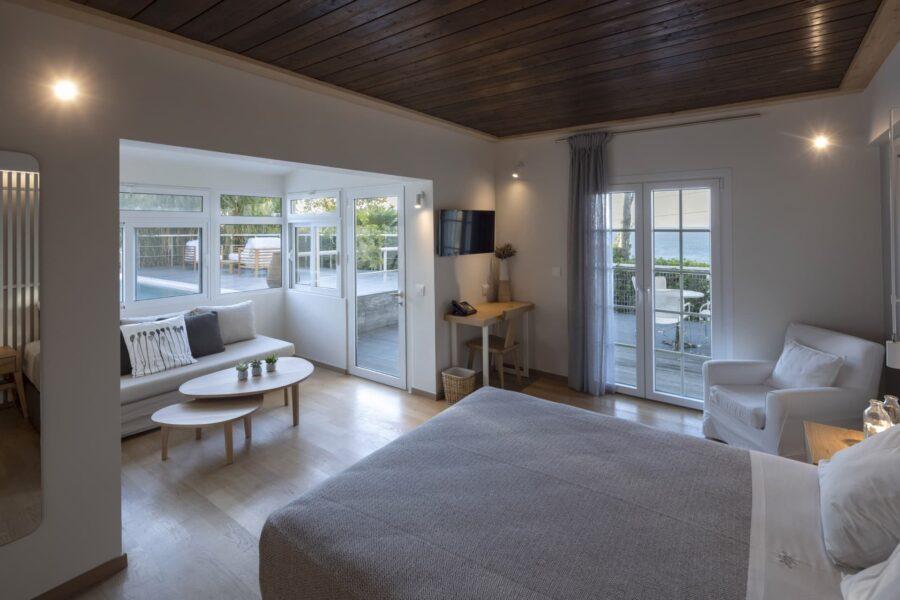 junior-suite-with-private-pool-9
